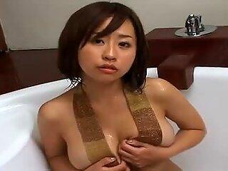 Εντυπωσιακό μπούστο μελαχρινή jap γκόμενα Hitomi Kitamura όλα σαρωμένα για εμφάνιση