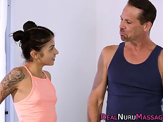 Μικροσκοπικά έφηβη nuru μασέρ