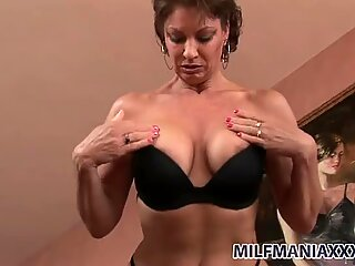 Mature brunette mommy Vanessa Videl shows her beef curtains