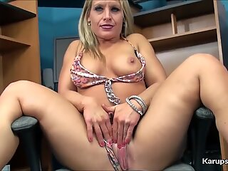 Skylar Rae Solo fingerblasting Her snatch