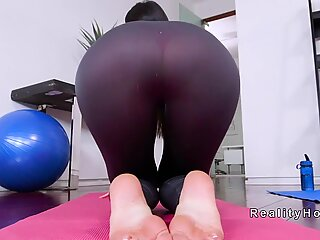 Hot Milf in tights bangs personal trainer