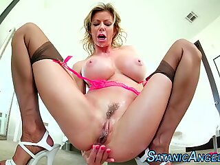 Masturbating milf with huge jugs squirts