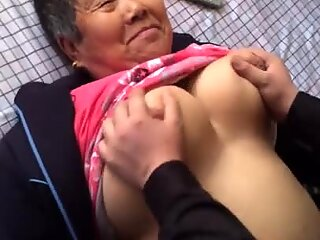 Asian Amaeur Granny Enjoy it